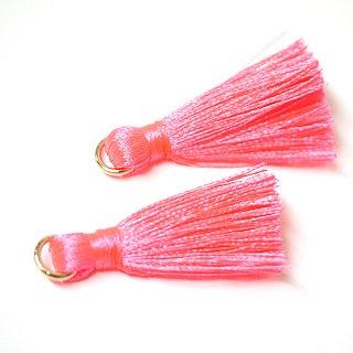 【4個入り】Neon Pinkネオンピンクカラー約30mmカン付きタッセル、チャーム
