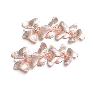 【1個】バラして使えるTrio Flowerswマットピンクゴールドコネクター、チャーム
