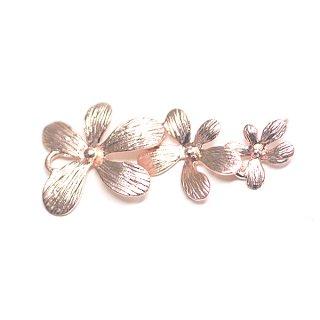 【1個】バラして使えるPetit Trio Flowersマットピンクゴールドコネクター、チャーム、パーツ