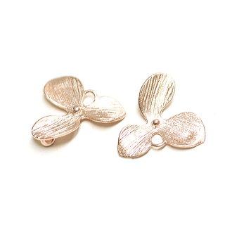 【3個入り】質感ある花びらマットピンクゴールドチャーム、パーツ