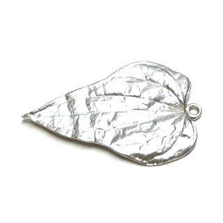 【1個】リアルで繊細なBig Leafマッドシルバーチャーム、パーツ