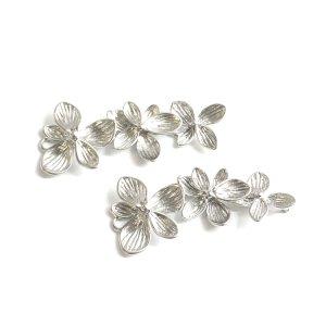 【1個】バラして使えるTrio Hawaiian Flowerマットシルバーチャーム、パーツ