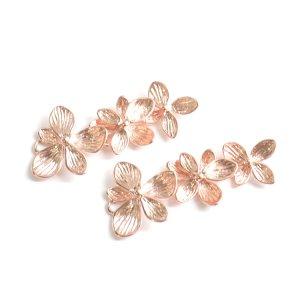 【1個】バラして使えるTrio Hawaiian Flowerマットピンクゴールドチャーム、パーツ