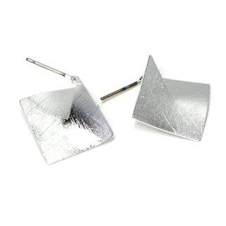 【1ペア】チタン芯!左右!立体的な3Dスクエア形シルバーピアス、パーツ