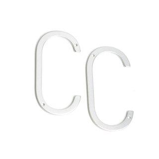 <img class='new_mark_img1' src='https://img.shop-pro.jp/img/new/icons13.gif' style='border:none;display:inline;margin:0px;padding:0px;width:auto;' />【1個】大ぶり C 〜イニシャルマットシルバーコネクター、チャーム