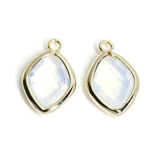 【2個入り】White Opalカラーガラス16mmダイヤモンド形ゴールドチャーム