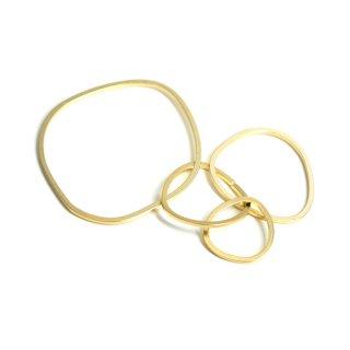 【2個入り】大ぶり約67mm不規則な五つ円形マットゴールドチャーム、パーツ