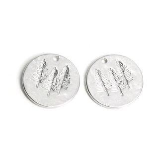 【1個】コイン状に刻まれたTreeモチーフのマットシルバーペンダント、チャーム