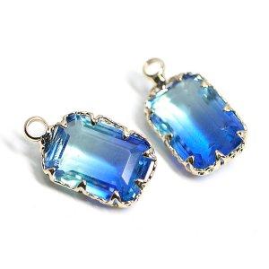 【1個】アクア&ブルーの2色ガラススクエア形ゴールドチャーム
