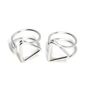 【1個】存在感ある三角形モチーフのマットシルバーフリーリング、指輪