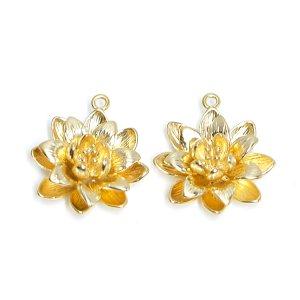 【2個入り】水連(Water Lily)モチーフのマットゴールドチャーム、ペンダント