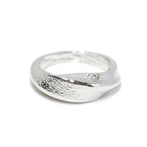 【1点】質感あるツイスト曲線のシルバーリング、指輪 NF