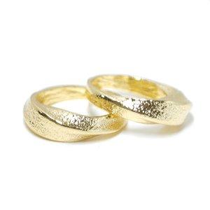 【1点】質感あるツイスト曲線のゴールドリング、指輪 NF
