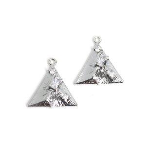 【1個】輝く4粒CZ付き三角形のシルバーチャーム NF