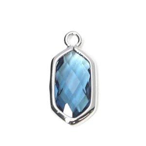 【1個入り】ロイヤルブルーガラスSlim Hexagon形光沢シルバーチャーム NF