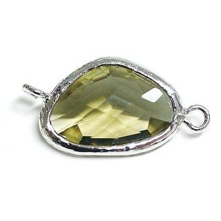 【1個】キュートな三角形オリーブグリーンカラーGlassシルバー両側カン付きチャーム、パーツ|アクセサリーパーツ