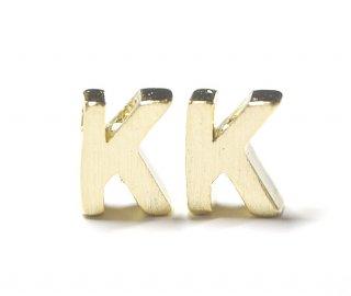 【2個入り】質感あるイニシャル K 大文字マッドゴールドチャーム、パーツ