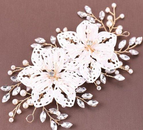 結婚式・花嫁定番・髪飾り・ヘアアクセサリー・ヘアピン・ウェディングティアラ 写真