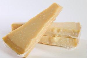 ロディジャーノチーズ 150gカット 【冷蔵/冷凍】/ Lodigiano Cheese 150g