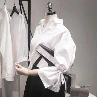 ボリューム袖のスキッパーゆるシャツ白ブラウス