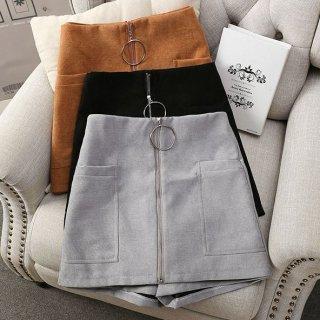 カジュアルコーデに フェイク台形スカートのショートパンツ