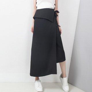 モードで個性的なアシンメトリー黒ロングスカート