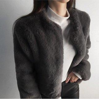 冬のマストハブ フェイクファーファーのショート丈コート