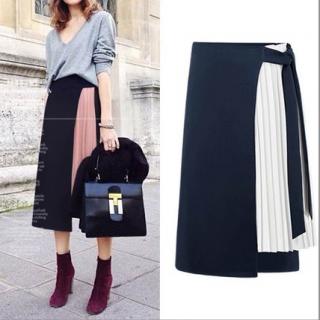 オールシーズン 通勤から休日までOK 女性らしさを演出するプリーツ付きラップスカート