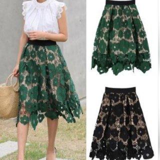コーディネートに華を添える上品なミモレ丈 花柄刺しゅう付きスカート