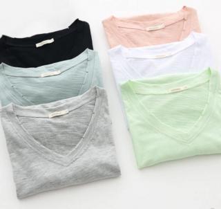カラー展開が嬉しい 定番ラインの半袖VネックTシャツ 4色