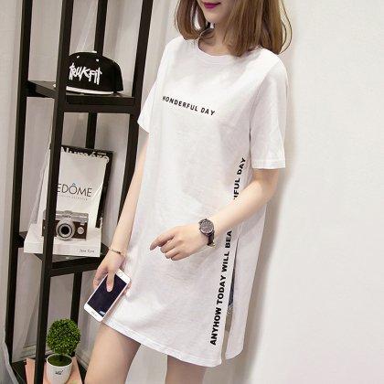 こなれ感が漂う ロング丈ロゴプリントTシャツ 2色