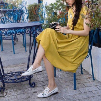 スカラップトリムが可愛い 刺繍&ベルト付き 膝丈ワンピース