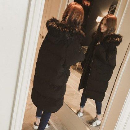 冬の定番アイテム ボリューミーなファーフードが可愛いロング丈のダウンコート