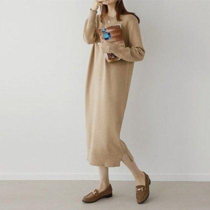 シンプルなロングニットが使いやすいワントーンの長袖ワンピース 2色