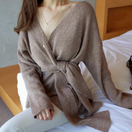 カシュクールのツイストが大人かわいい細リブニットの長袖トップス 2色