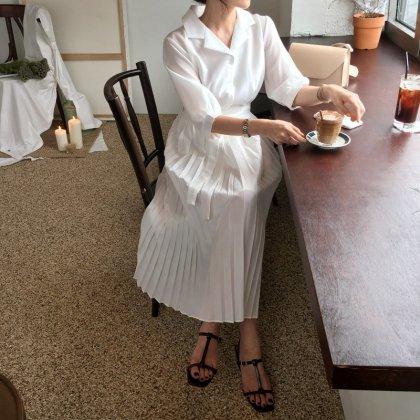 デイリーからお呼ばれまで 白のプリーツスカートが清楚かわいいシャツワンピース