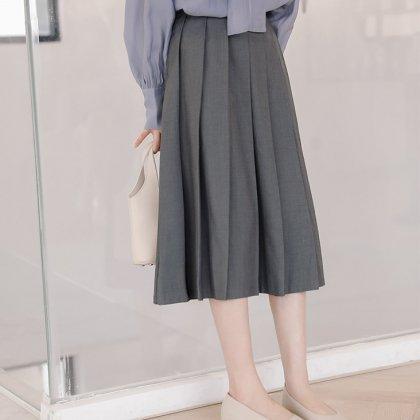 オフィスカジュアルや通勤にも 上品かわいいプリーツのフレアスカート 2色