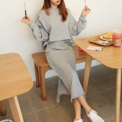 ルームウェアにもおすすめ シンプルでおしゃれなゆったり長袖トップスのスカートセットアップ 3色