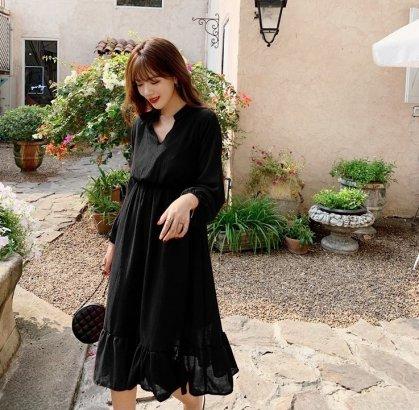 ふんわりシルエットでフェミニンに 大人かわいい裾フリルの長袖シャツワンピース 3色