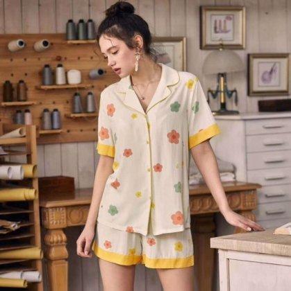 カラフルなフラワープリントがかわいい半袖前開きパジャマ ルームウェア