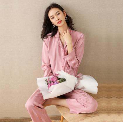 人気の海外デザイン 上品なツヤ感の前開き長袖セパレートパジャマ ルームウェア 2色