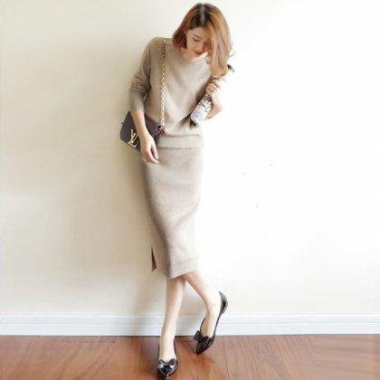 オフィスカジュアルや通勤にも シンプルかわいいニットのきれいめスカートセットアップ 3色
