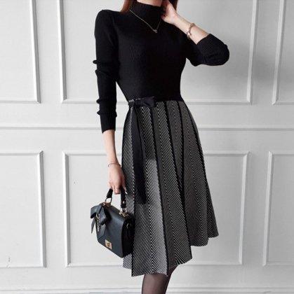フォーマルやお呼ばれにも 上品かわいいプリーツスカートのモノトーンワンピース
