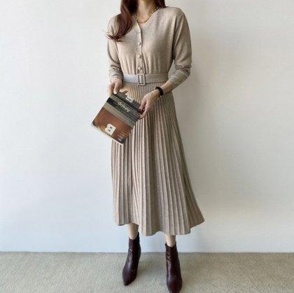ナチュラルでかわいいプリーツスカートの長袖ロングワンピース 3色