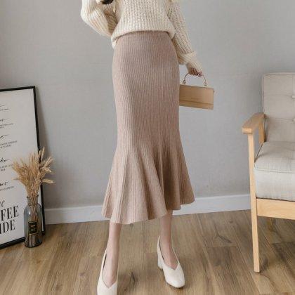 きれいめカジュアルな大人スタイル マーメイドラインのリブニットスカート 4色