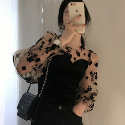 人気の海外デザイン 黒の花柄シースルーがかわいいバルーンスリーブトップス