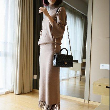 人気の上下2点セット きれいめカジュアルなフリンジ付きロングスカートセットアップ 2色