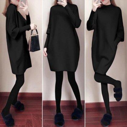 ゆったりニットの袖コンシャス ハイネックのシンプル黒ワンピース 4色
