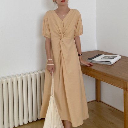 春夏のオフスタイルに シンプルかわいいフロントマークの半袖ロングワンピース 3色