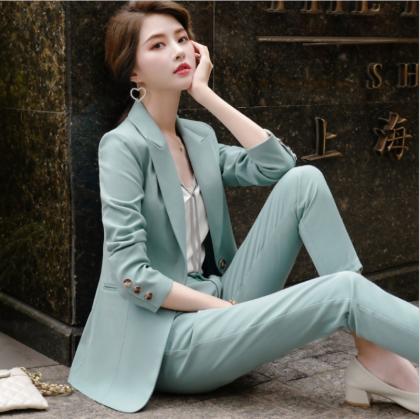 オフィスや通勤コーデに エレガントな美シルエットのパンツスーツ セットアップ 2色